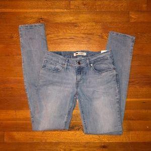 levis light wash 524 skinny jeans